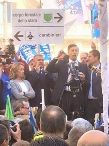 Innocenzi comizio Palco manifestazione del 15 ottobre 2015 a P.zza Montecitorio