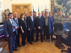 La delegazione della CONSAP Nazionale, da sinistra Tavano, Valeri, Ricchio, Spagnoli, Innocenzi, il Capo della Polizia Pref. Gabrielli, Pantaleoni, Scalzo, Bennardo e Pantano