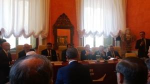 Il tavolo dei relatori e il pubblico presente alla presentazione del libro