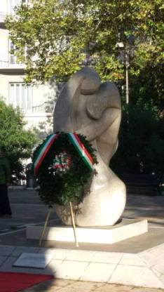 L'Abbraccio - Il Monumento in Piazza della Libertà ROMA - Dedicato ai Caduti delle Forze dell'Ordine e del Soccorso