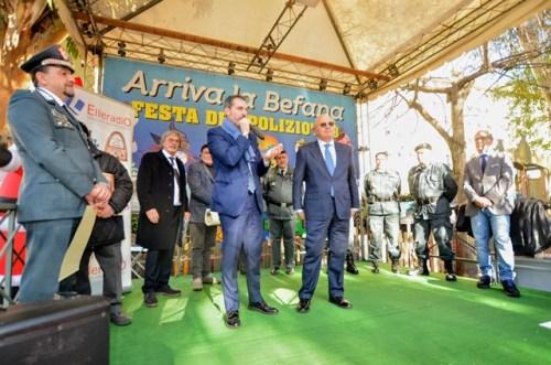 Il Prefetto Francesco Tagliente saluta il pubblico