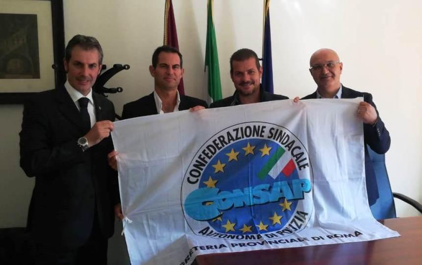 La Sezione Locale CONSAP presso il Ministero dell'Interno U.S.T.G. (Ufficio per i Servizi Tecnico Gestionali) con dirigenti sindacali ed una parte degli iscritti. Da sinistra : Guerrisi, Del Bon, Montesano e Ricci