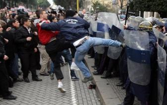 Scontri tra Polizia e tifosi a ROMA