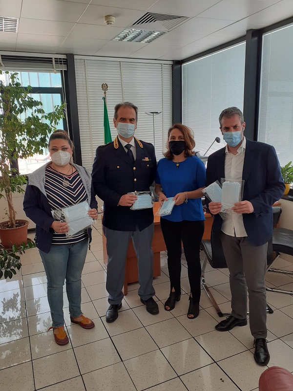 Mascherine omaggio ai Poliziotti di Aeroporto di FIUMICINO